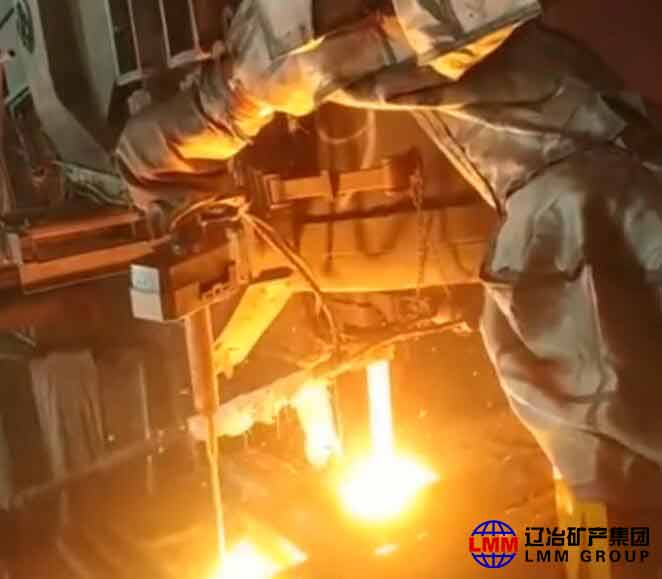 Automatic temperature measurement and sampling of LF furnace manipulator - [Original Articles] Three steel enterprises in CHINA BAOWU STEEL GROUP have realized operation post automation rate over 50%.